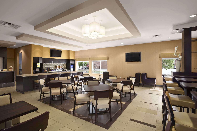 Restaurant - Days Inn & Suites Airport Winnipeg