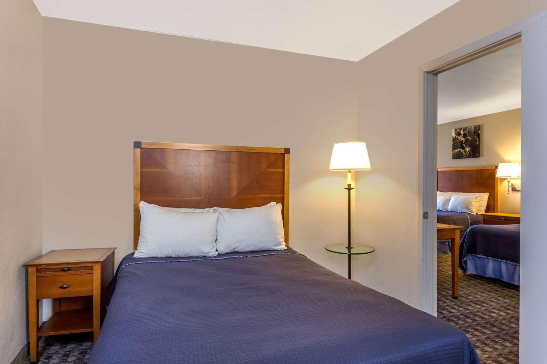Suite - Howard Johnson Inn Scottsdale