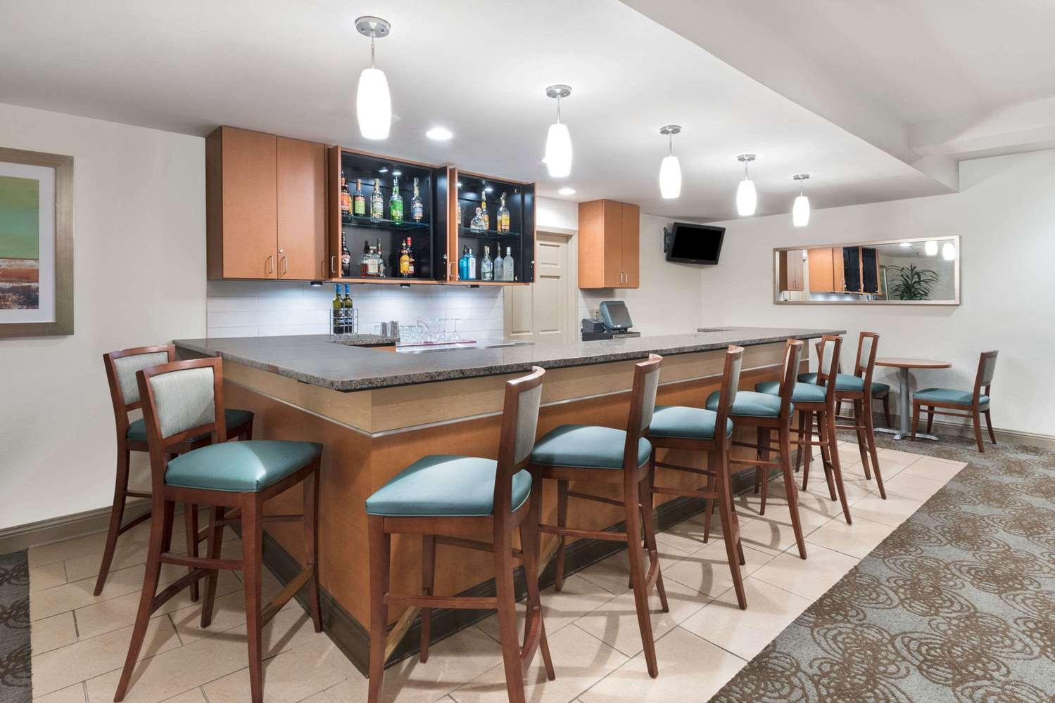 Bar - Wyndham Garden Hotel Baton Rouge