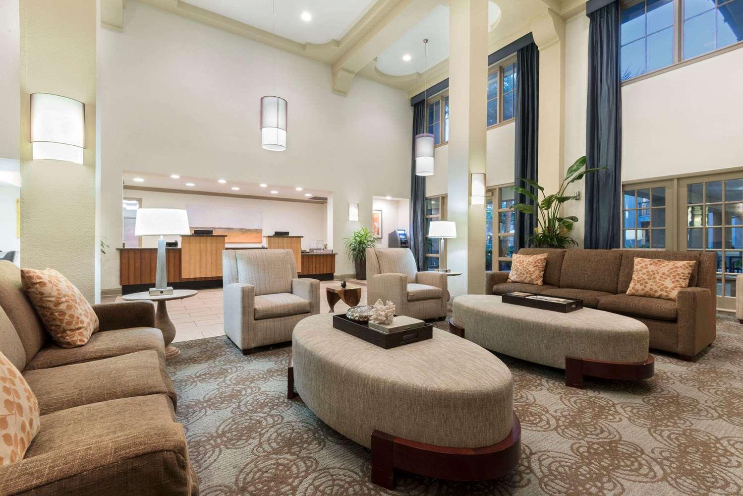 Lobby - Wyndham Garden Hotel Baton Rouge