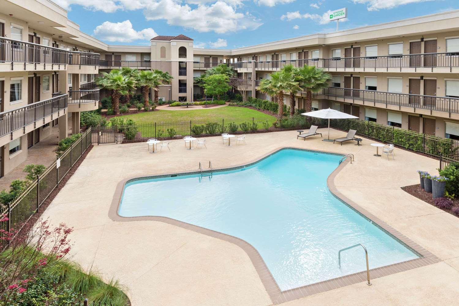 Pool - Wyndham Garden Hotel Baton Rouge