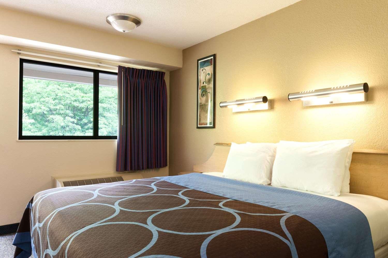 Room - Days Inn Monmouth Junction