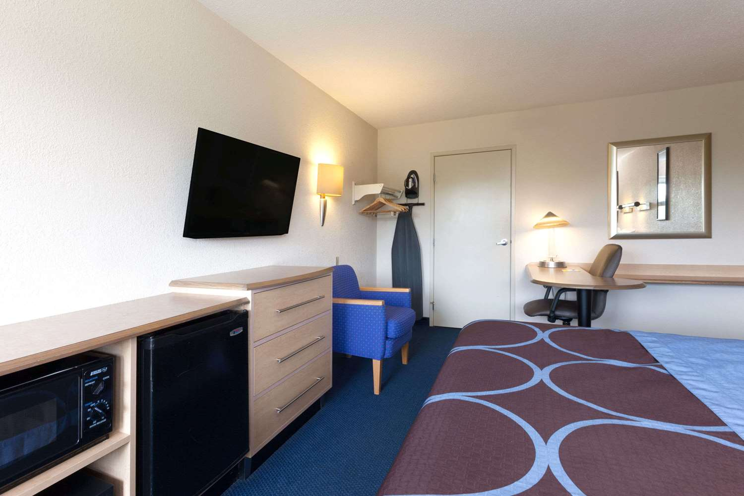 Suite - Days Inn Monmouth Junction