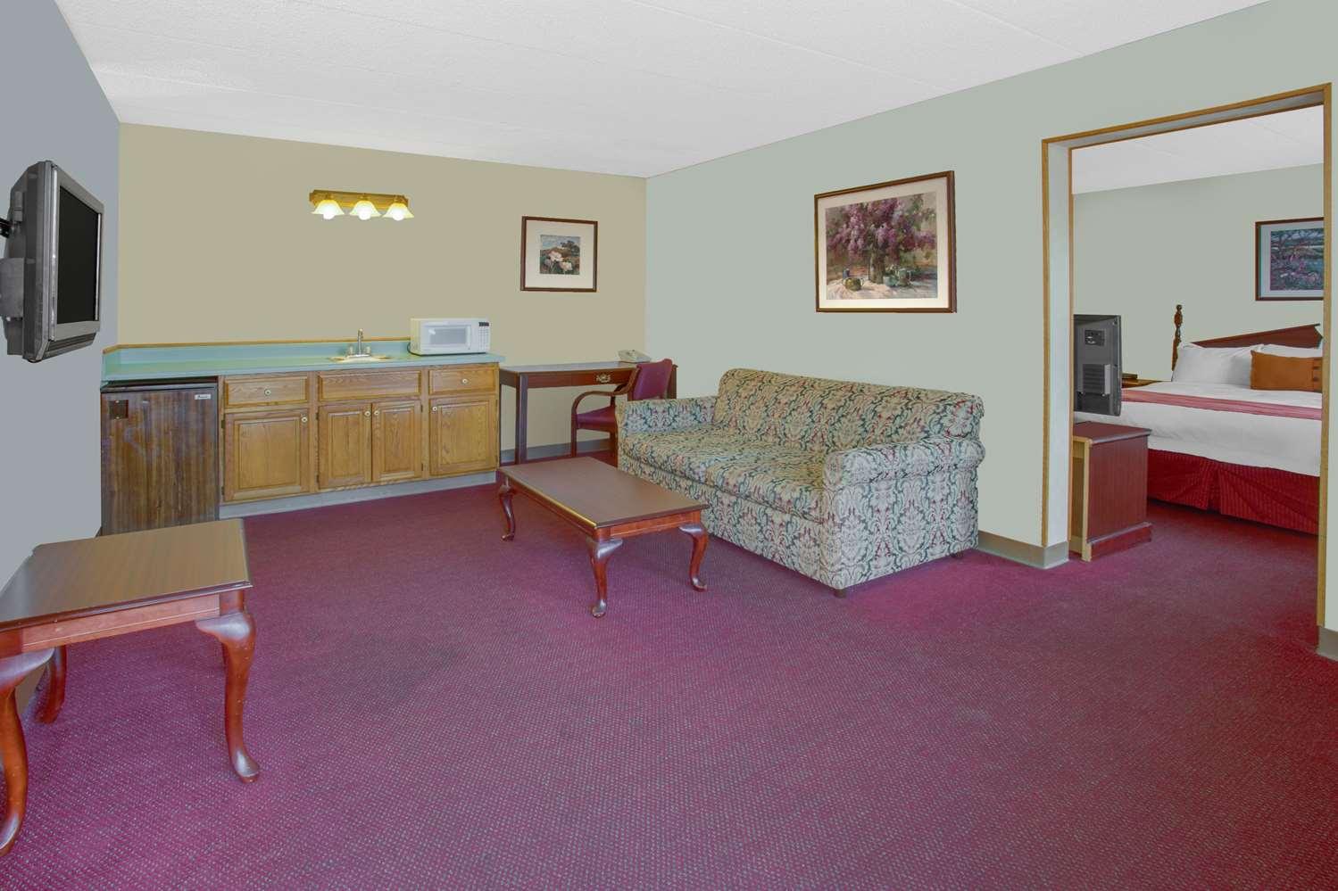Suite - Days Inn Davenport
