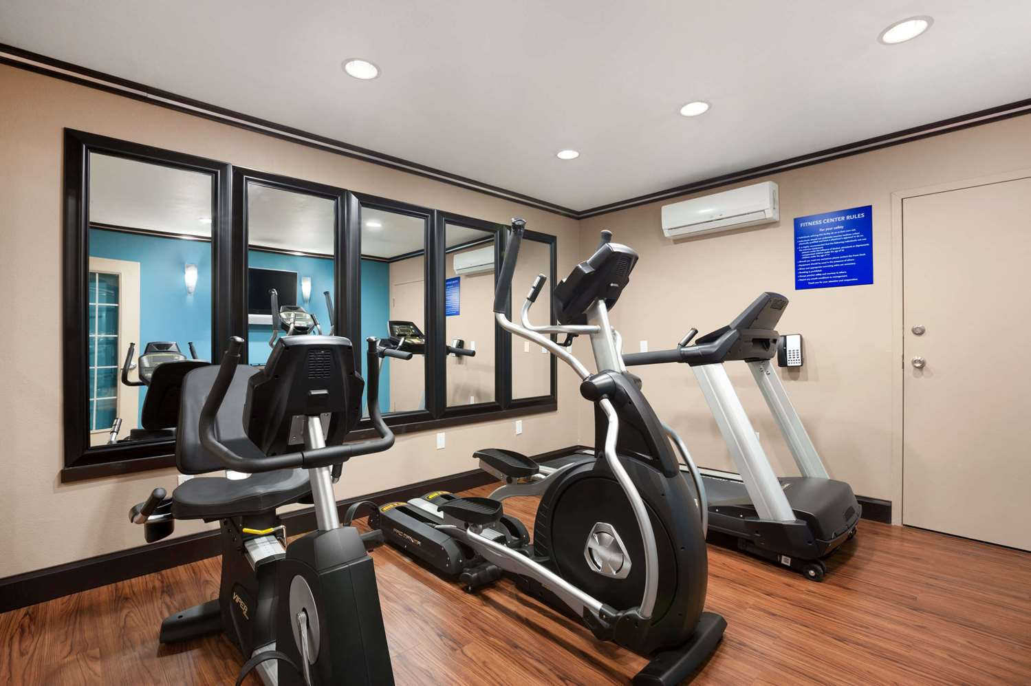 Fitness/ Exercise Room - Days Inn North Conroe