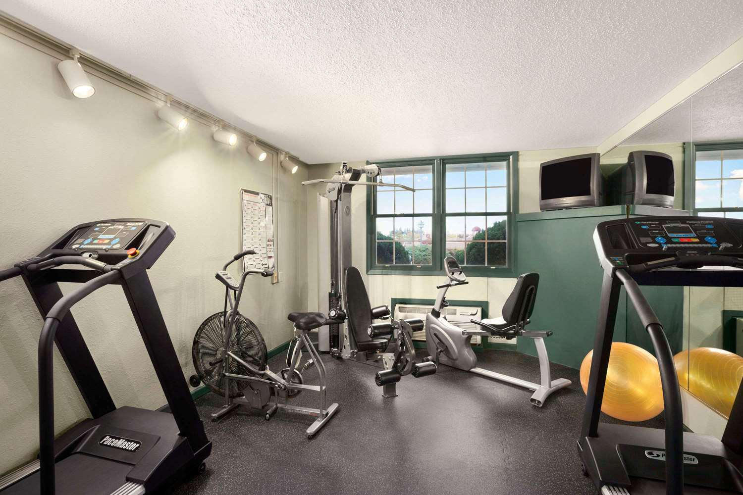 Fitness/ Exercise Room - Ramada Hotel Williamsburg