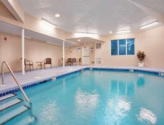 Pool - Baymont Inn & Suites East Windsor