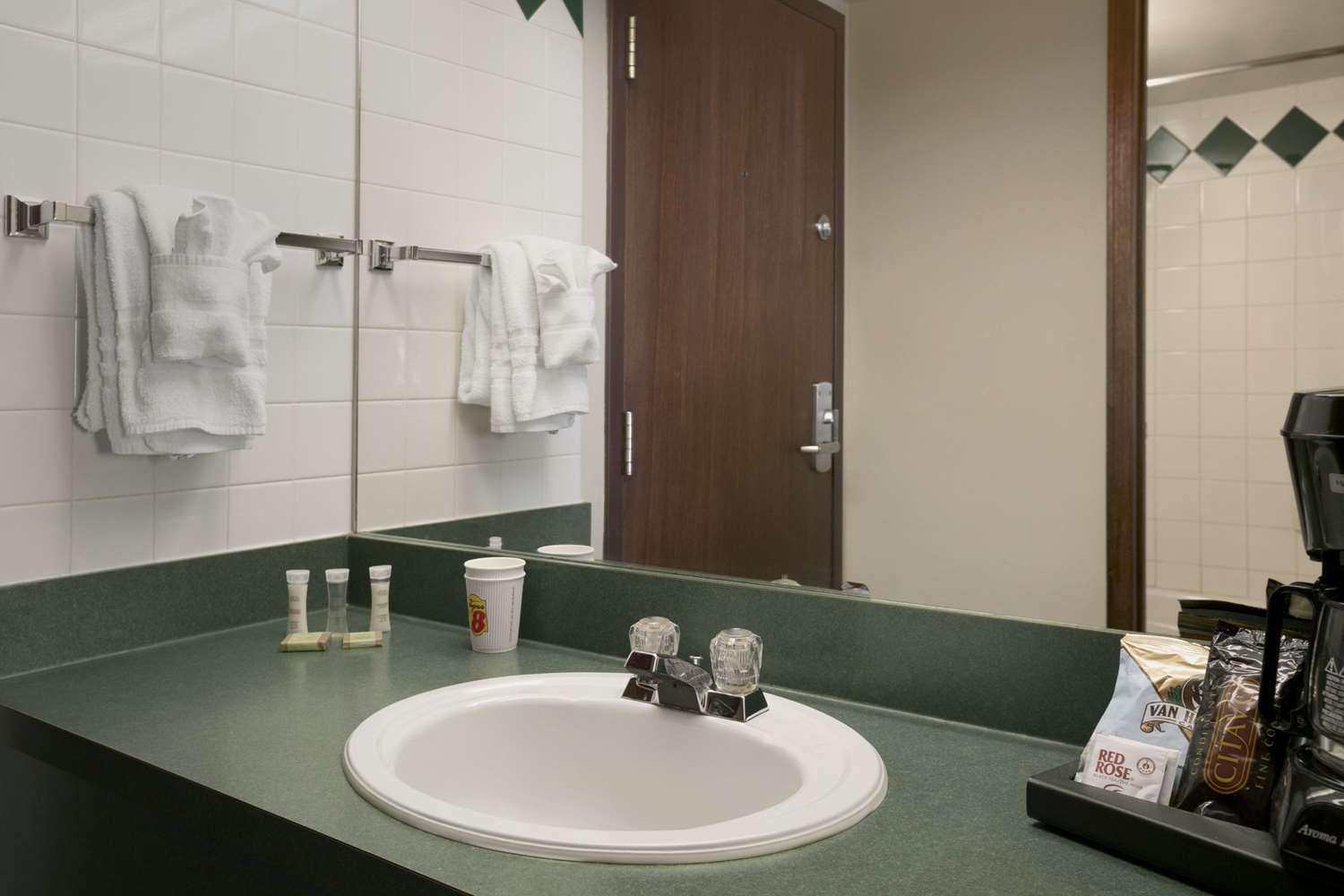 Amenities - Super 8 Hotel Fox Creek