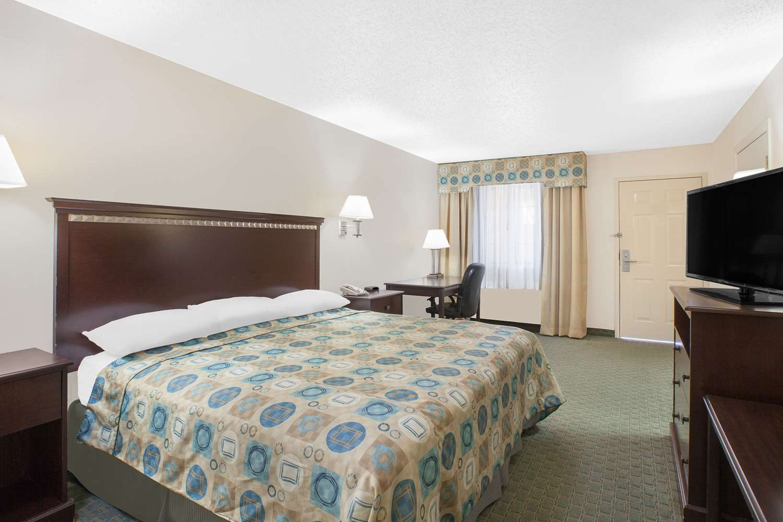 Room - Super 8 Hotel Corpus Christi