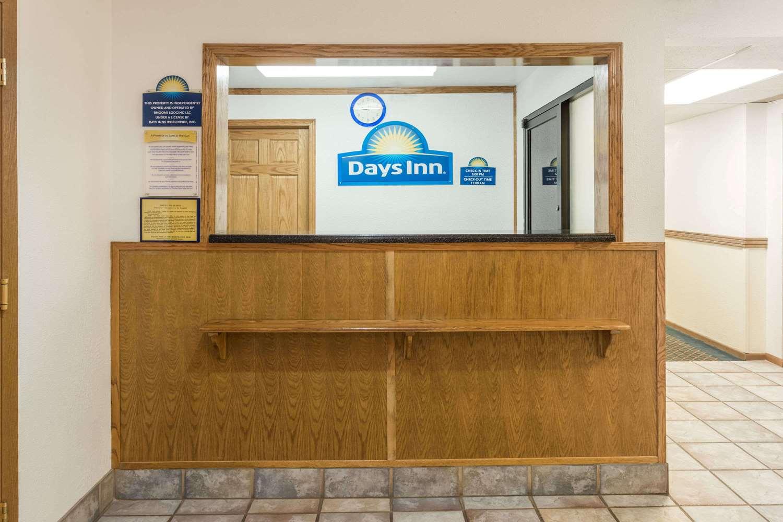 Lobby - Days Inn Stoughton