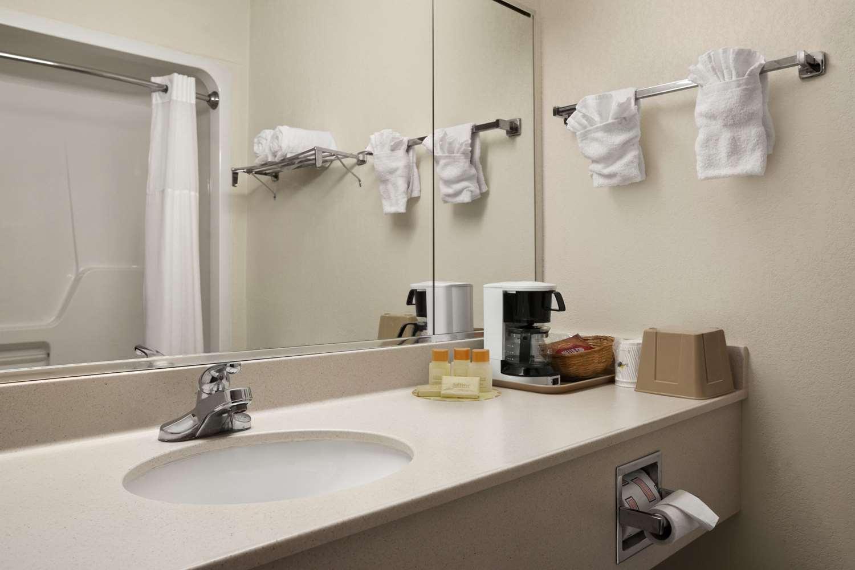Room - Days Inn & Suites Romeoville