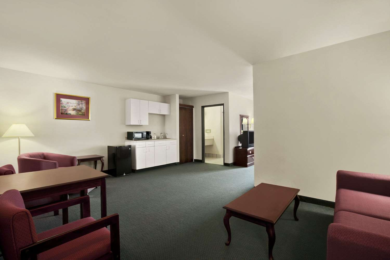 Suite - Days Inn & Suites Romeoville