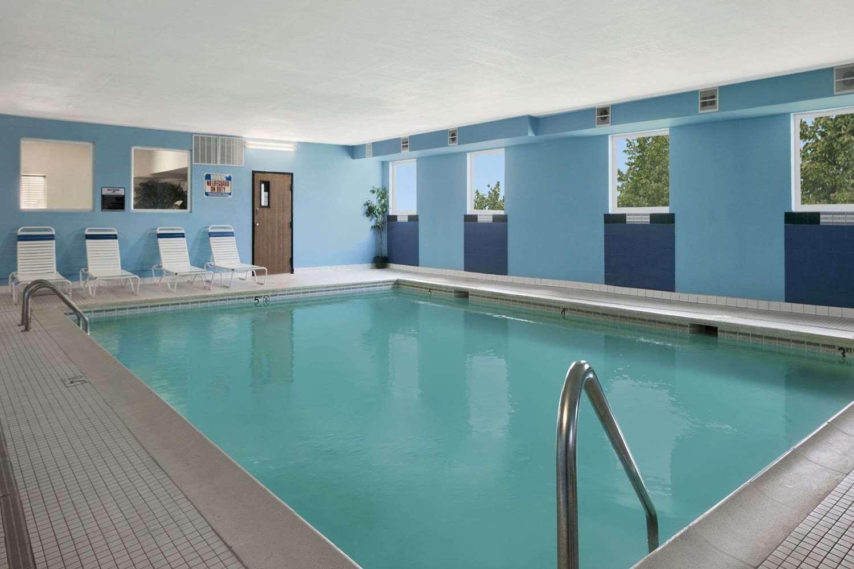Pool - Days Inn & Suites Romeoville