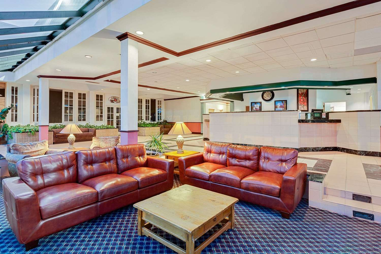 Lobby - Days Inn Bay City