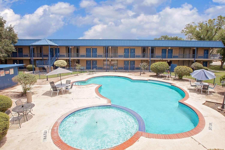 Pool - Days Inn Bay City