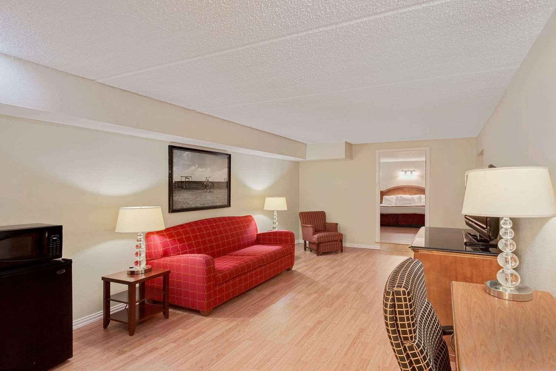 Suite - Days Inn Bay City