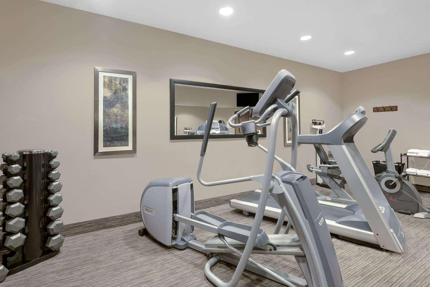 Fitness/ Exercise Room - Baymont Inn & Suites Minot