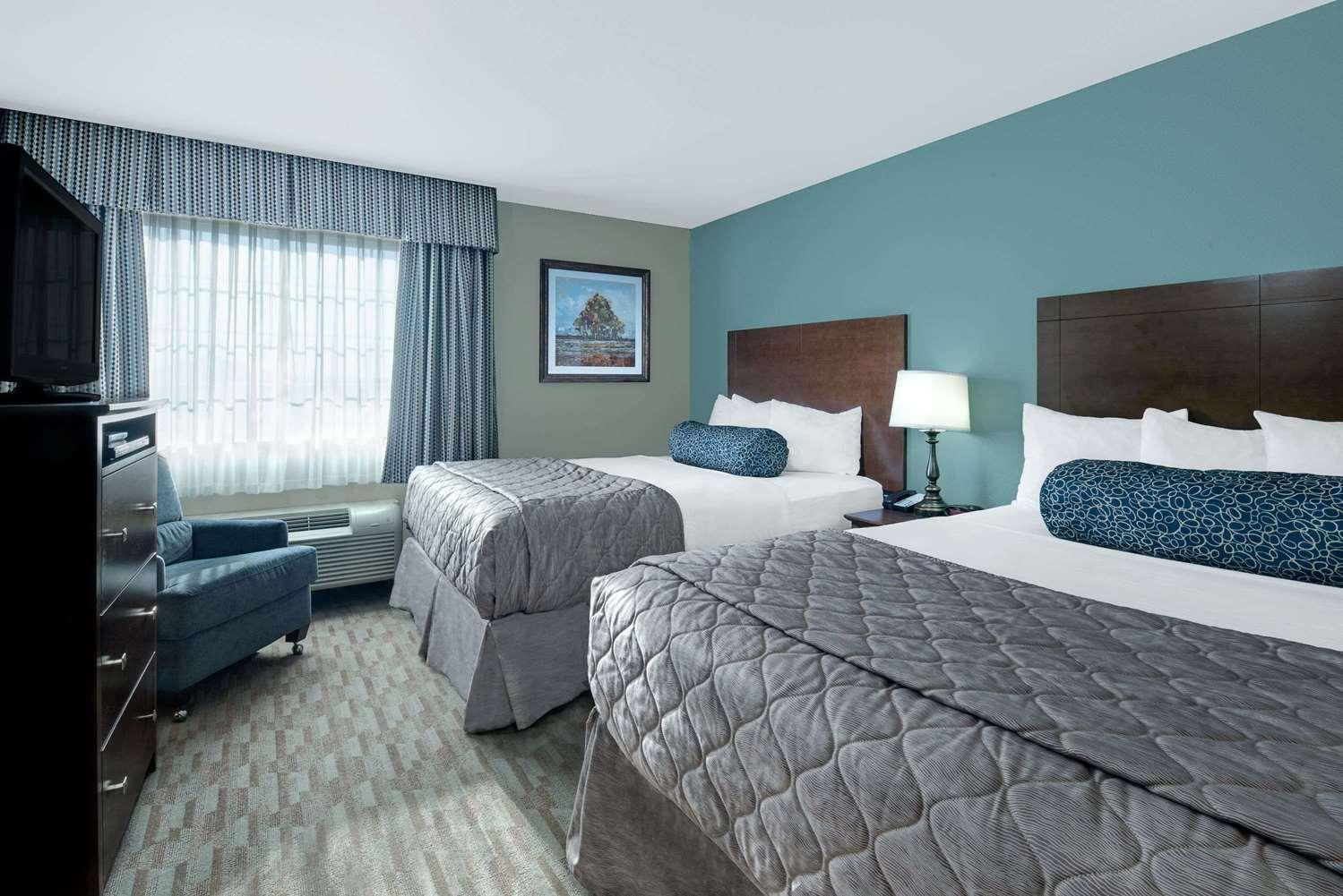 Room - Baymont Inn & Suites Minot