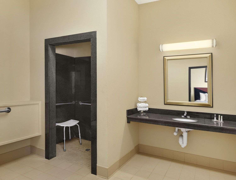 Room - Baymont Inn & Suites Marrero