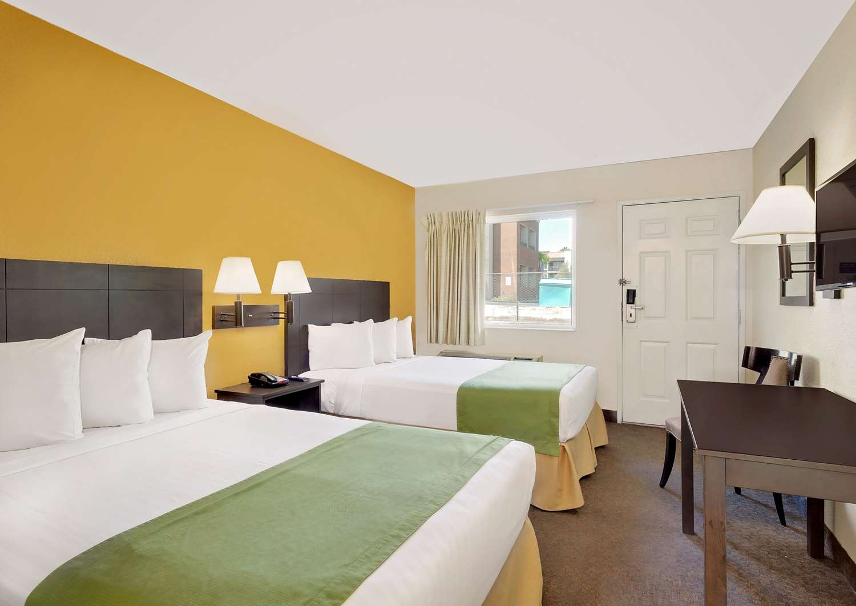 Room - Howard Johnson Inn East Tropicana Las Vegas