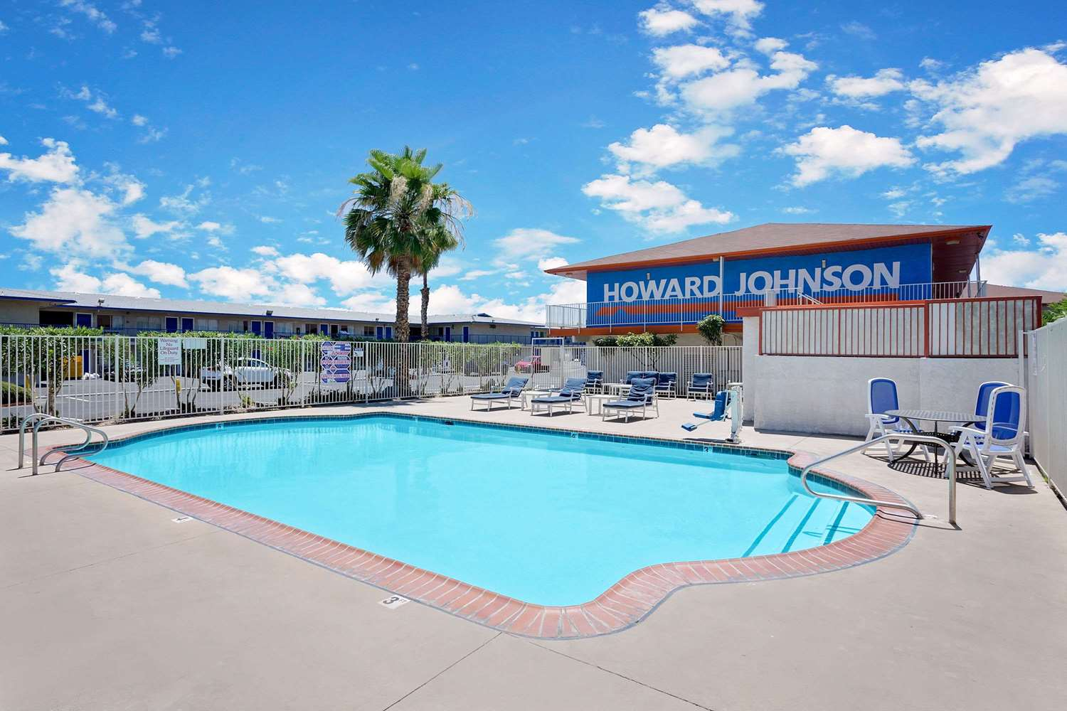 Pool - Howard Johnson Inn East Tropicana Las Vegas