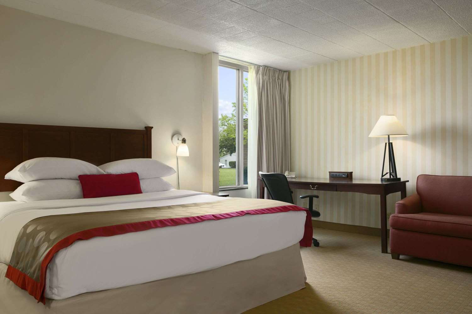 Suite - Ramada Hotel & Conference Center Greensburg