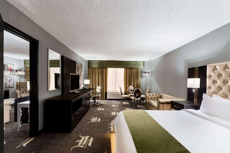 Suite - Wyndham Garden Hotel North Farmers Branch