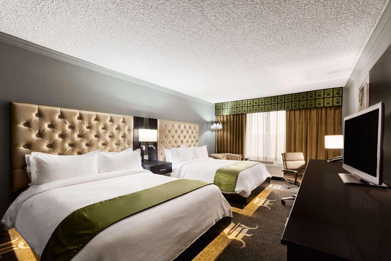 Room - Wyndham Garden Hotel North Farmers Branch