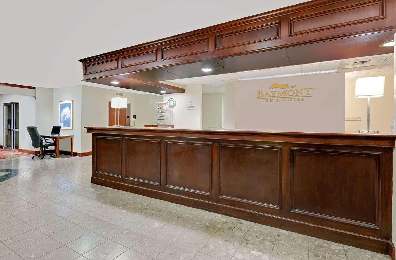 Lobby - Baymont Inn & Suites Keokuk