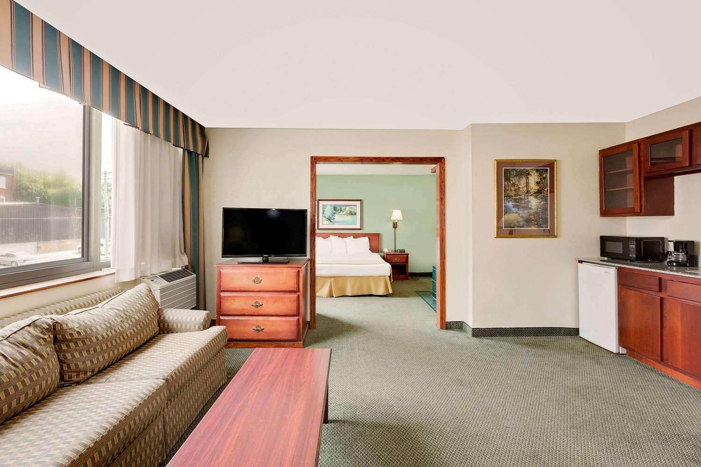 Suite - Baymont Inn & Suites Keokuk