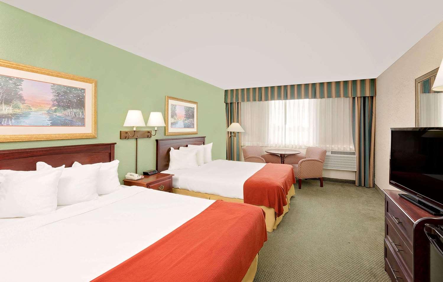 Room - Baymont Inn & Suites Keokuk