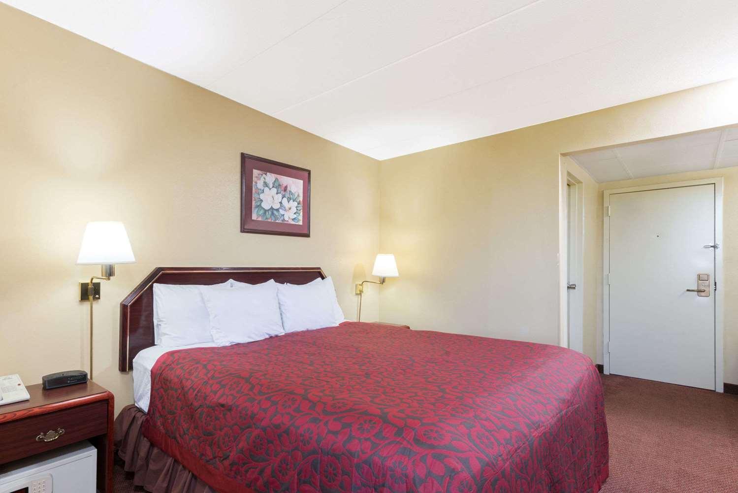 Room - Days Inn Hagerstown