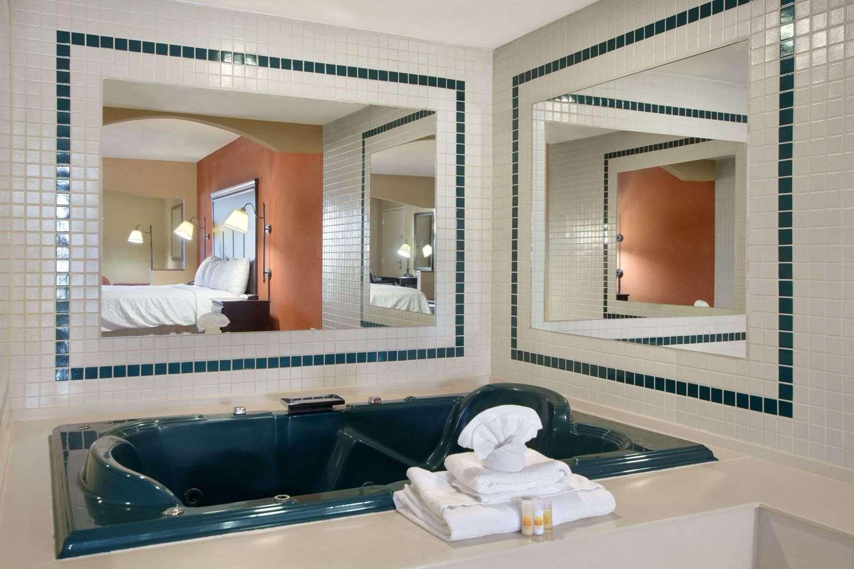 Suite - Days Inn South Longview