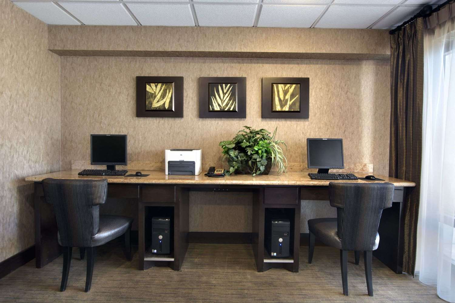 Conference Area - Days Inn South Longview