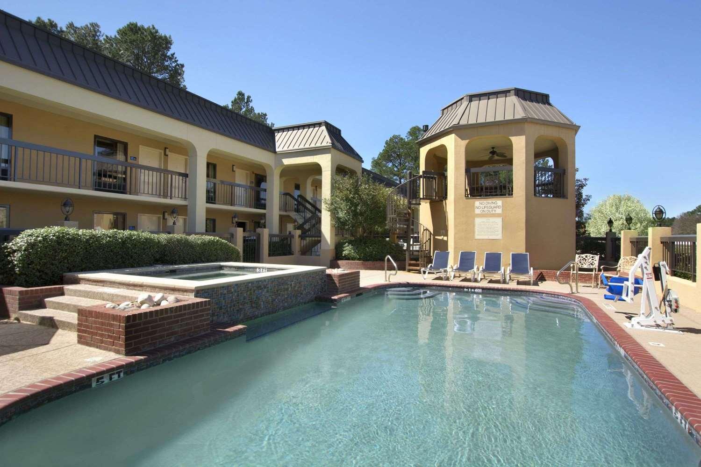 Pool - Days Inn South Longview