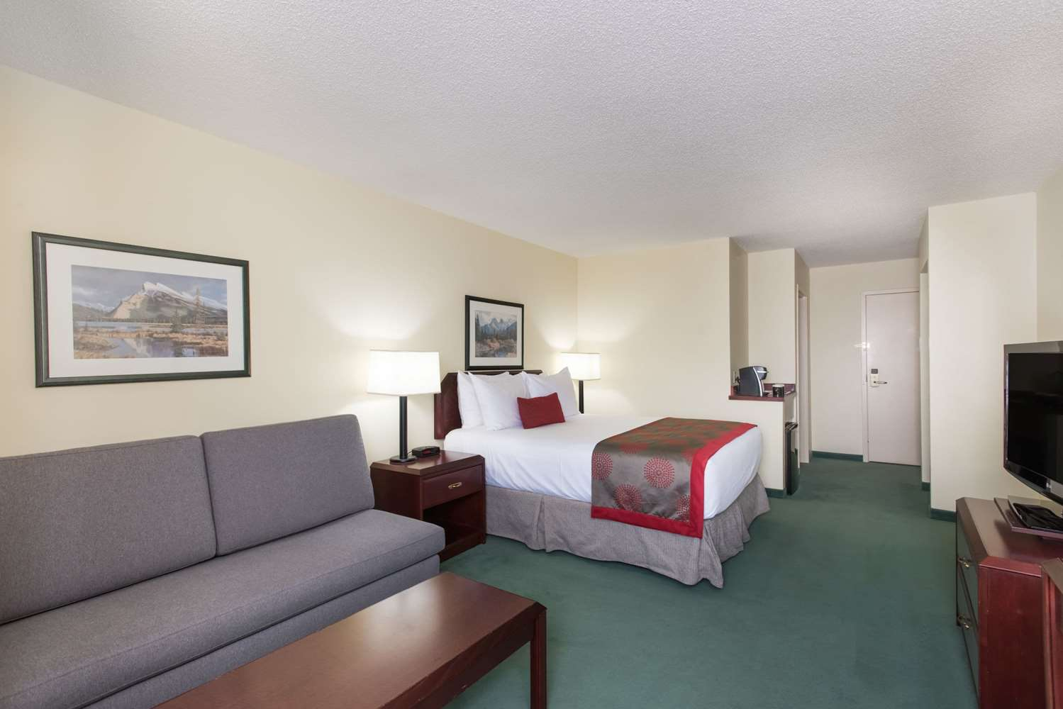 Room - Ramada Plaza Hotel & Conference Centre Airport Calgary