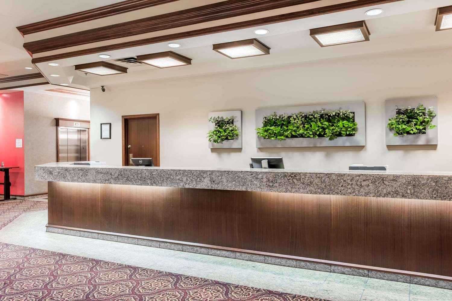 Lobby - Ramada Plaza Hotel & Conference Centre Airport Calgary