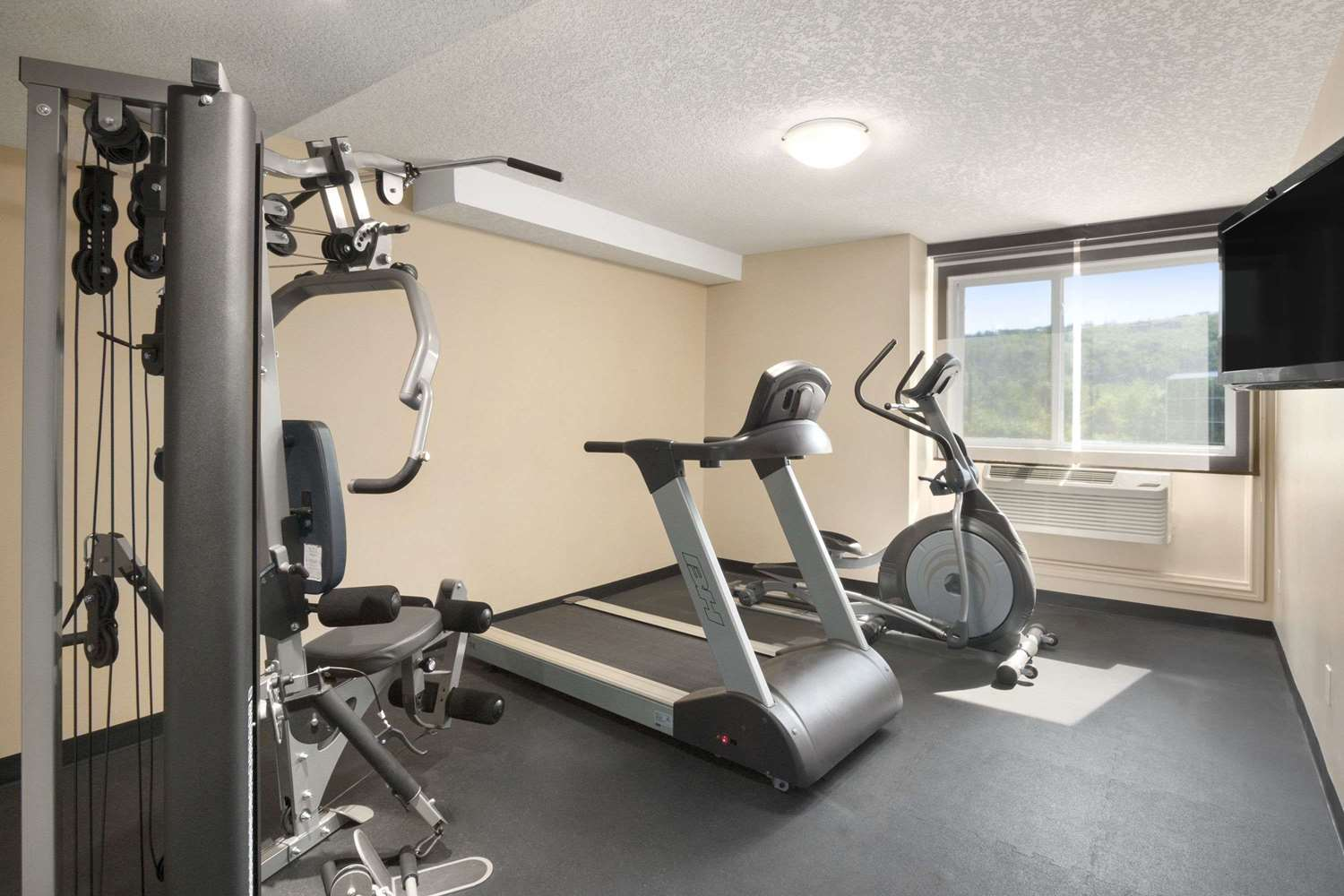 Fitness/ Exercise Room - Days Inn Northwest Calgary