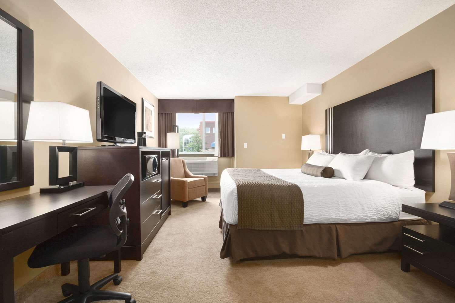 Room - Days Inn Northwest Calgary