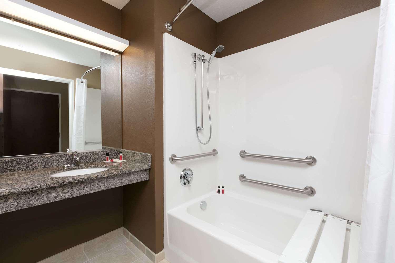 Room - Microtel Inn & Suites by Wyndham Steubenville