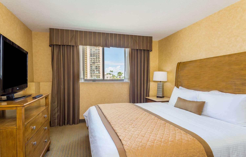 Room - Wyndham Garden Phoenix Midtown Hotel