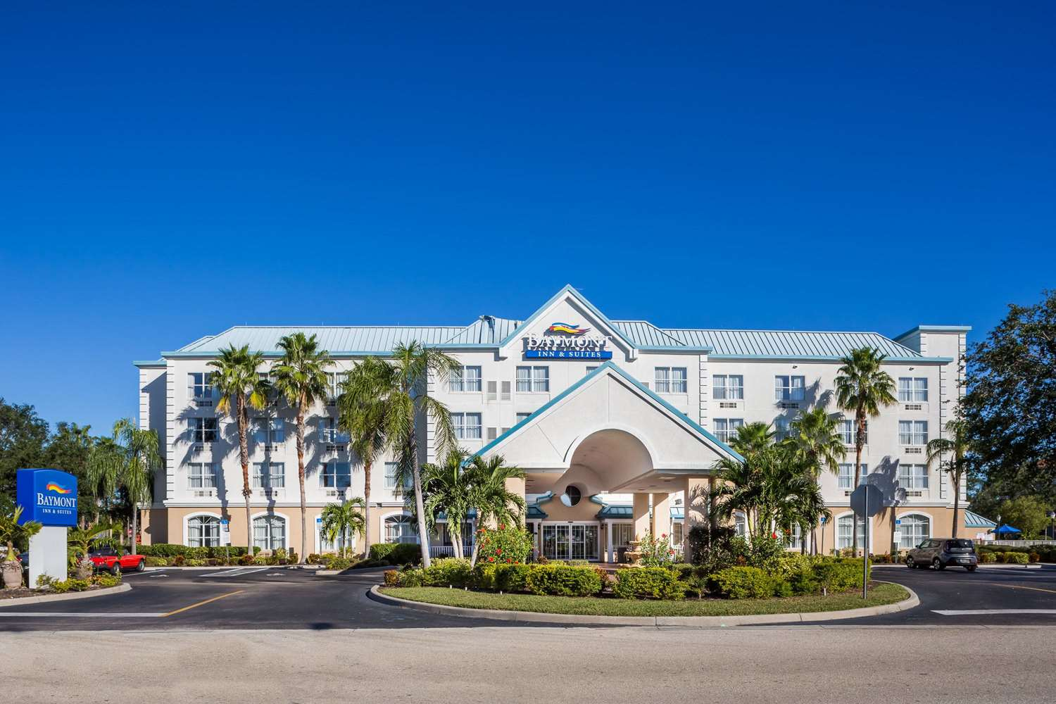 Exterior view - Baymont Inn & Suites Fort Myers