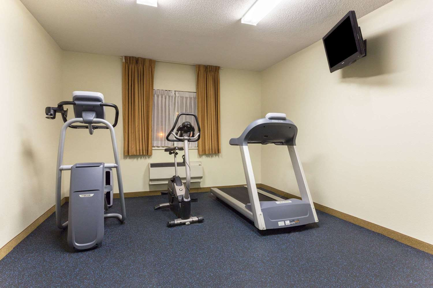 Fitness/ Exercise Room - Days Inn Airport Colorado Springs