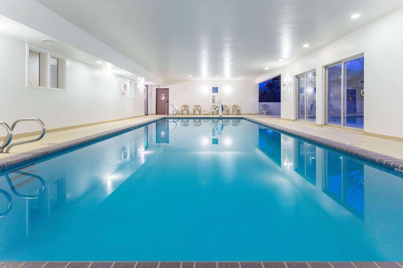 Pool - Days Inn Airport Colorado Springs