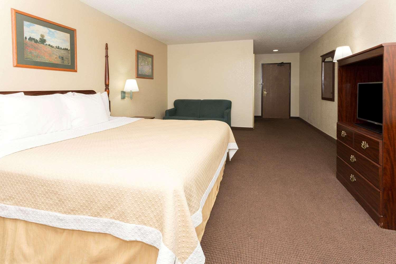 Room - Days Inn Airport Colorado Springs