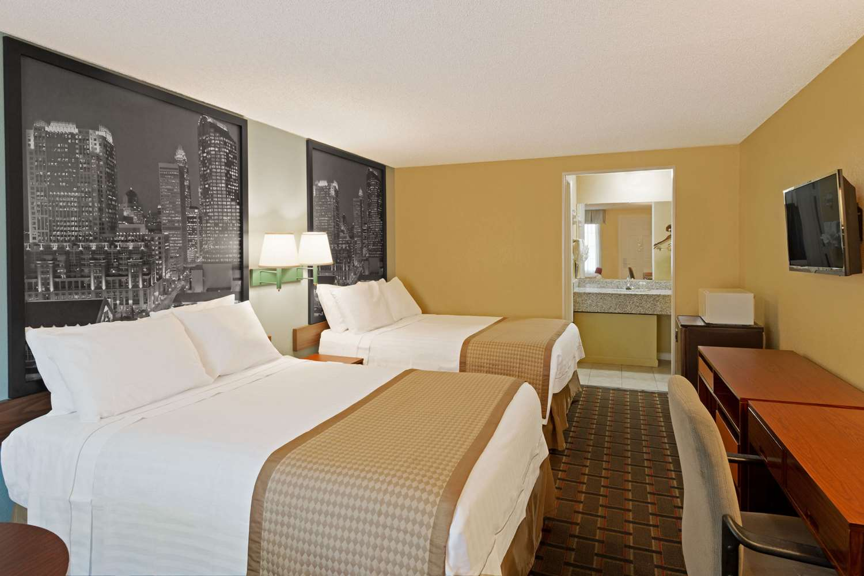 Room - Super 8 Motel Airport North Charlotte