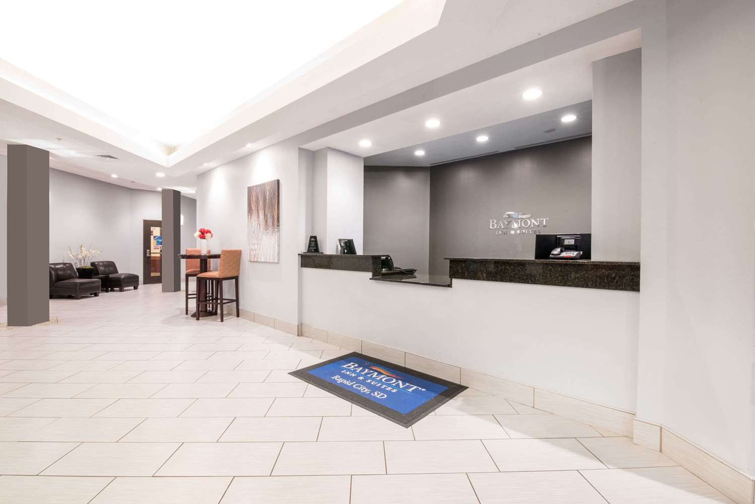 Lobby - Baymont Inn & Suites Rapid City