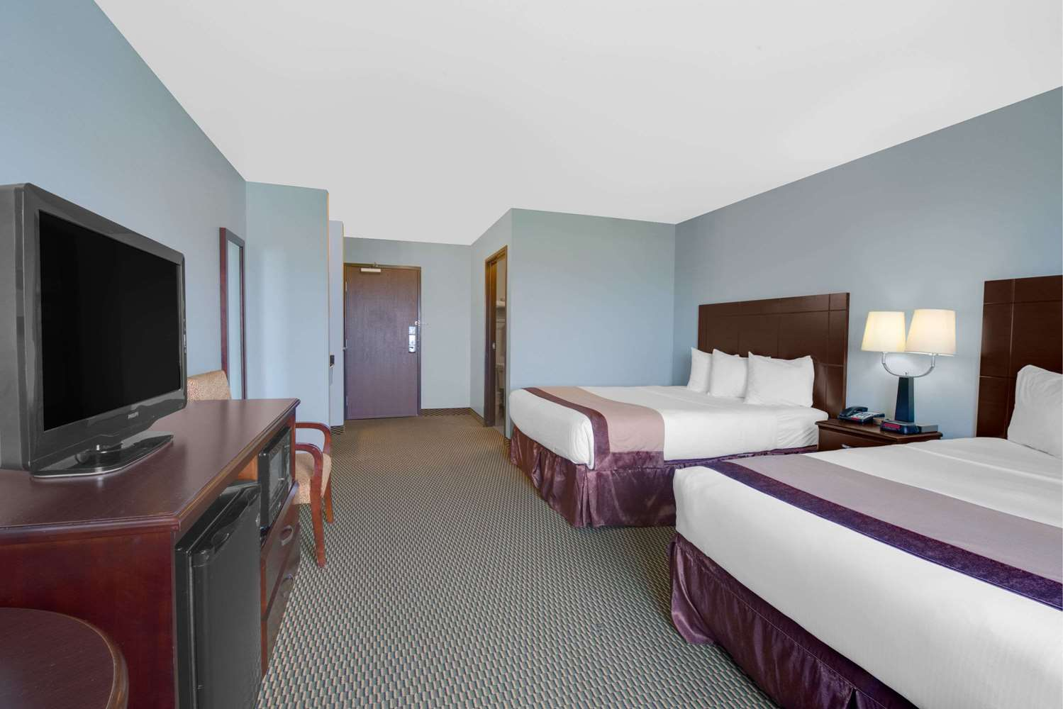 Room - Baymont Inn & Suites Rapid City
