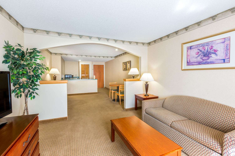 Amenities - Super 8 Hotel Budd Lake