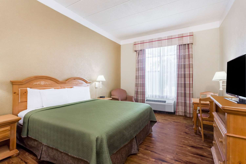 Room - Travelodge Abercorn Savannah